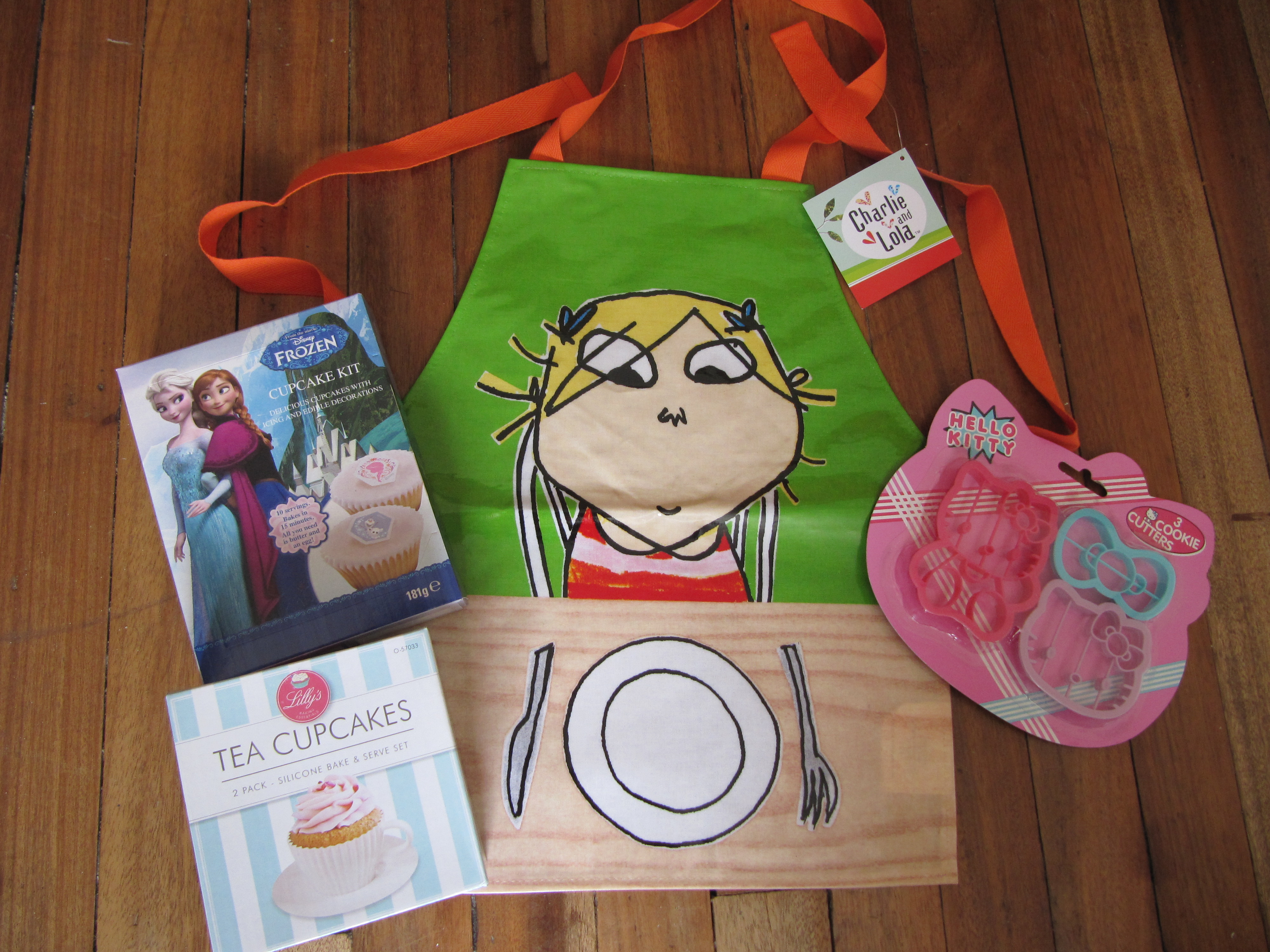White apron poundland - A Charlie Lola Apron 99p Hb Hello Kitty Cookie Cutters 49p Hb Tea Cupcakes 1 Poundworld A Frozen Cupcake Set 99p Hb